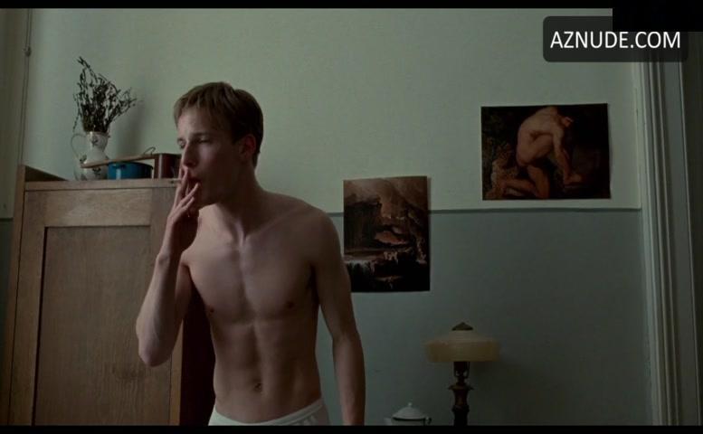 Nude louis hofmann Oleg Ivenko